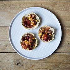 Cestini di tacos farciti con fagioli e tonno