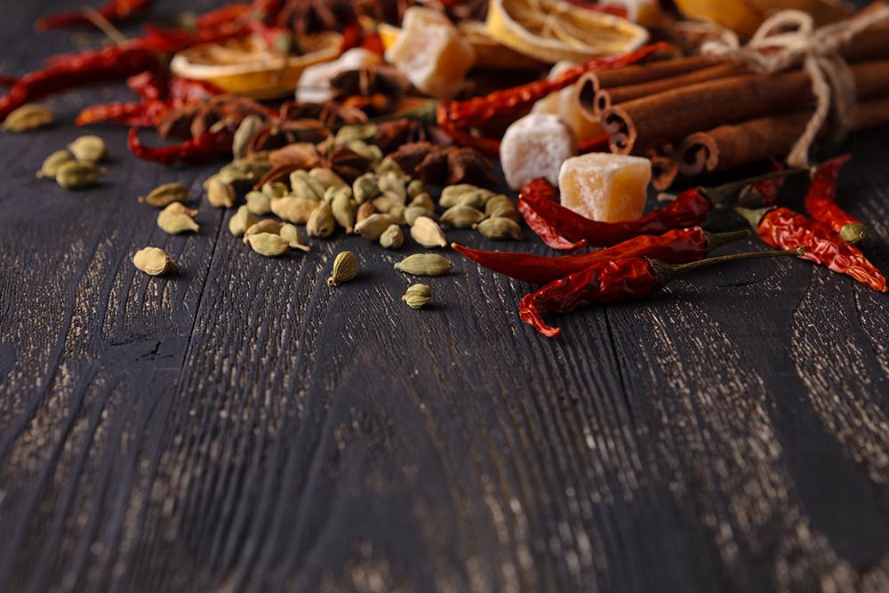 Peperoncino, semi essiccati, scorza di arancia