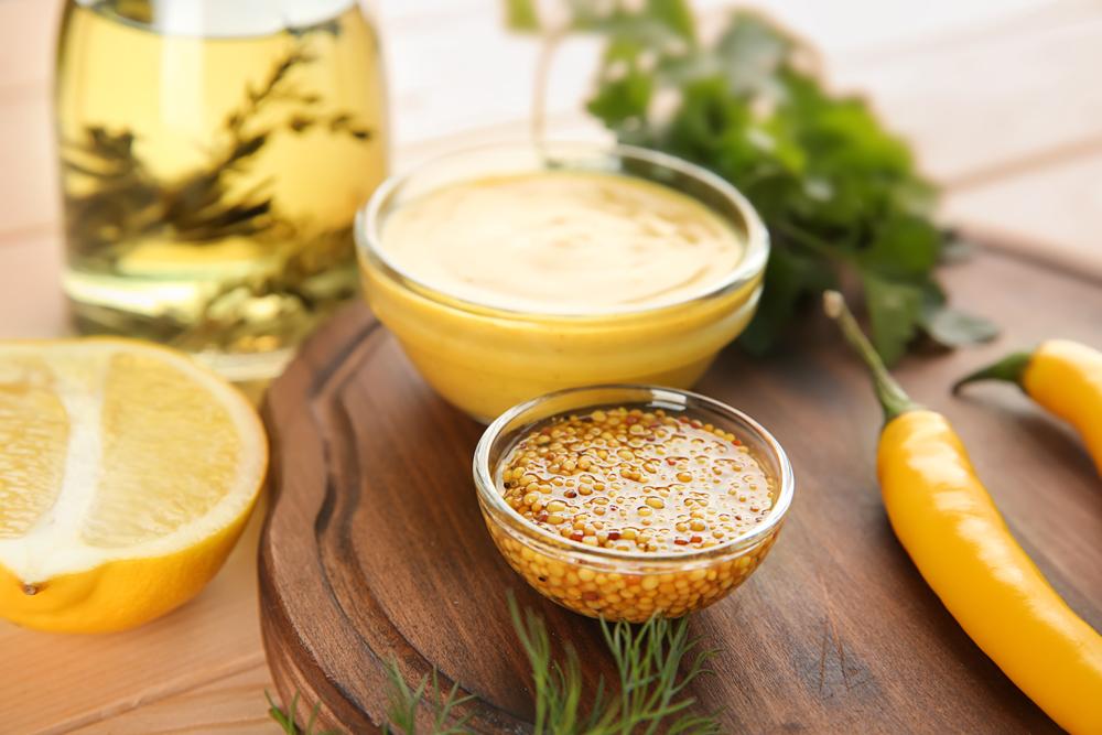 Semi e salsa di senape gialla