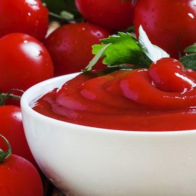salsa di pomodoro ketchup, pomodorini, pepe, basilico