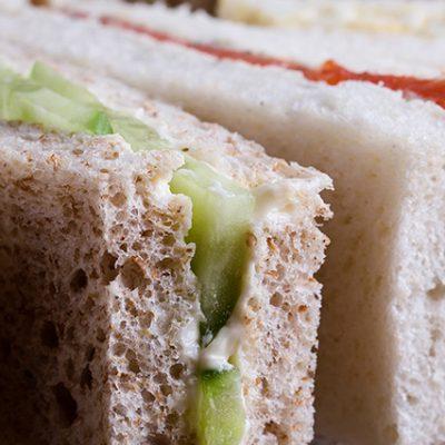 piatto di sandwich tramezzini