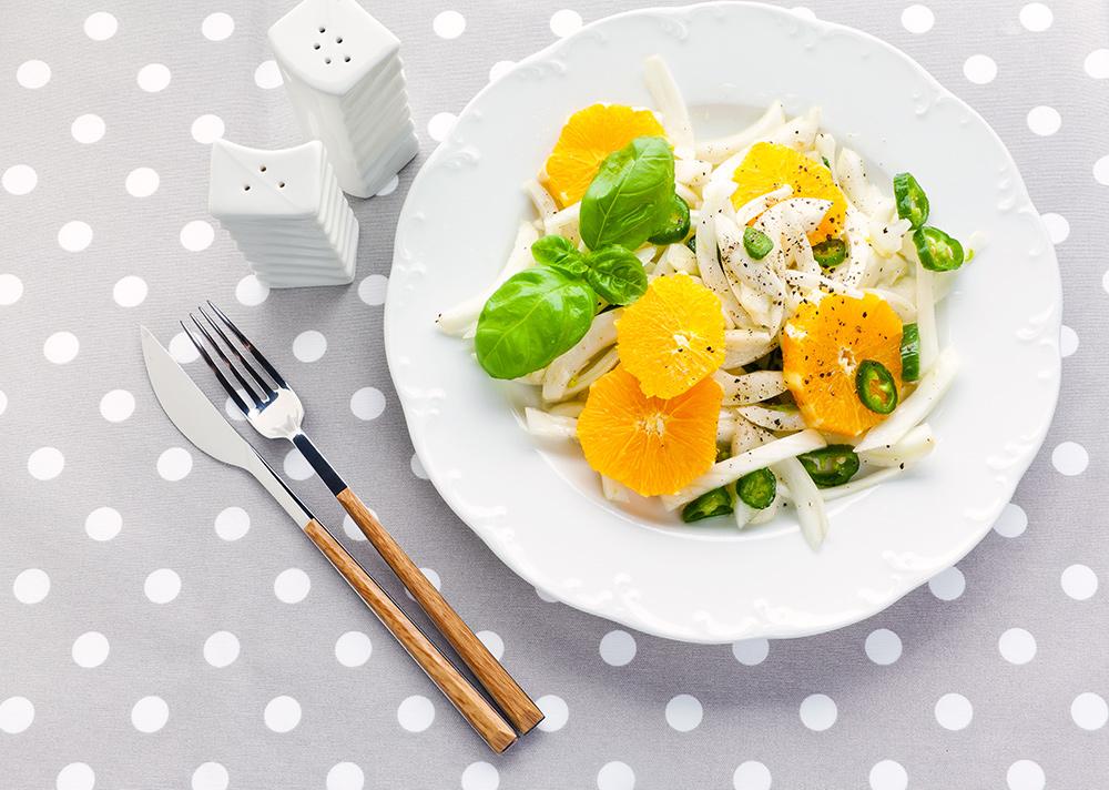 Insalata con finocchio, arancia, basilico