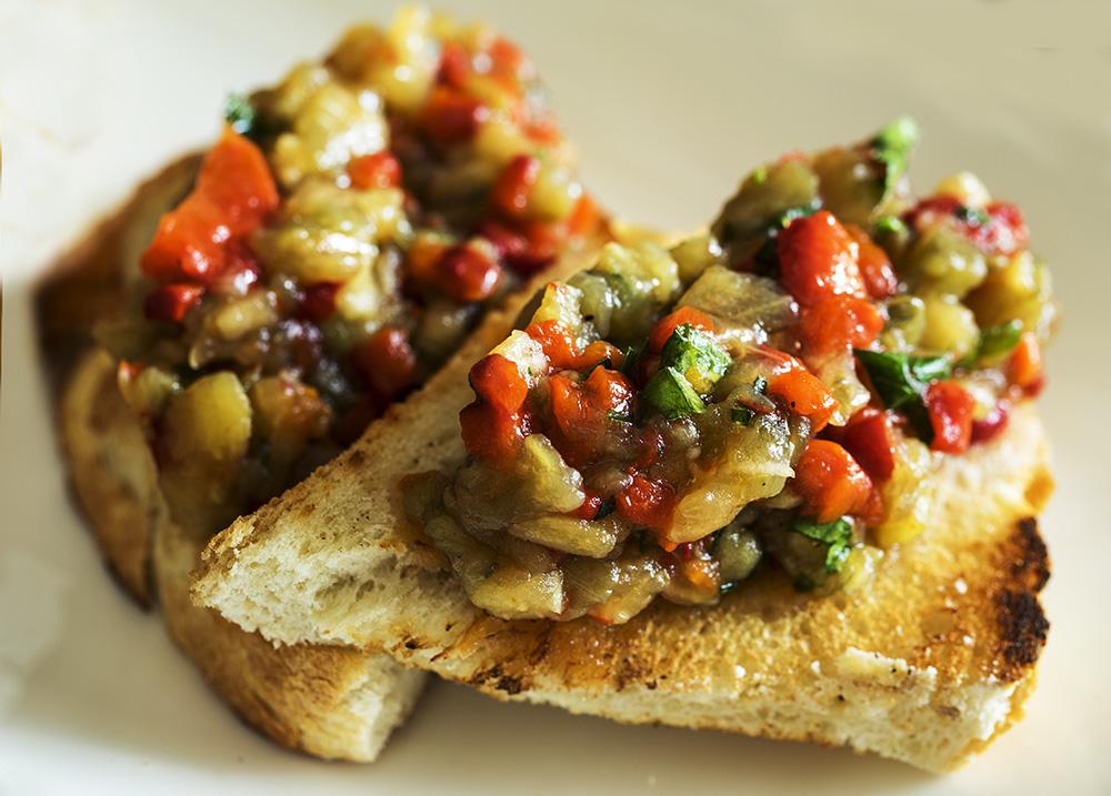 bruschetta con verdure spadellate