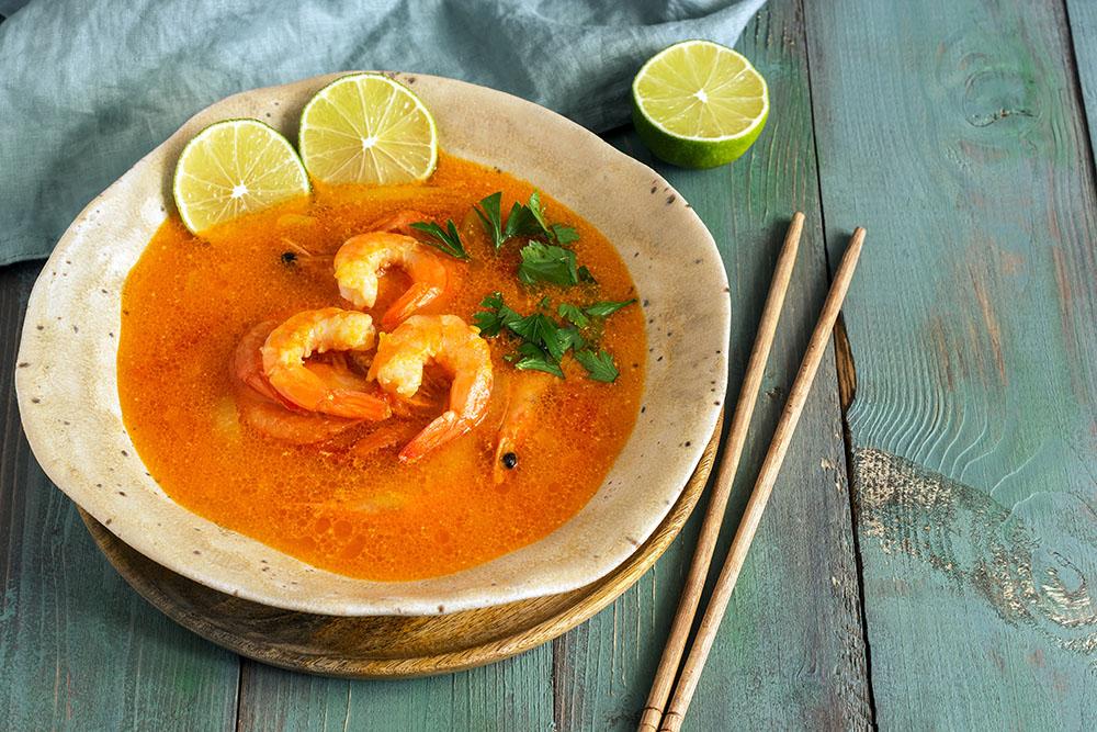 zuppa di pesce ai gamberi con salsa al curry