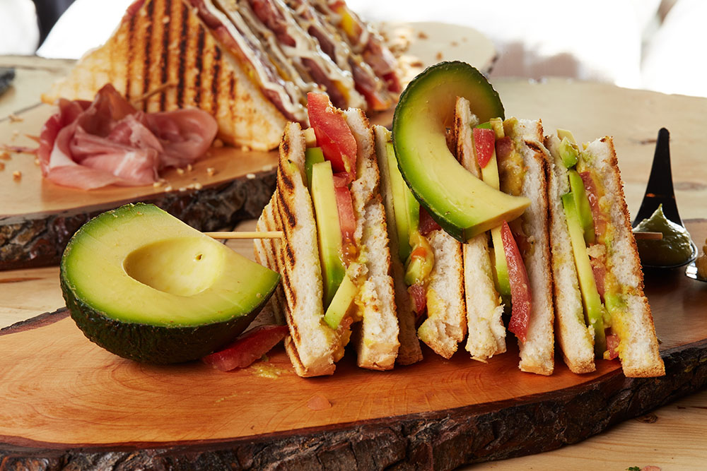 club sandwich con avocado