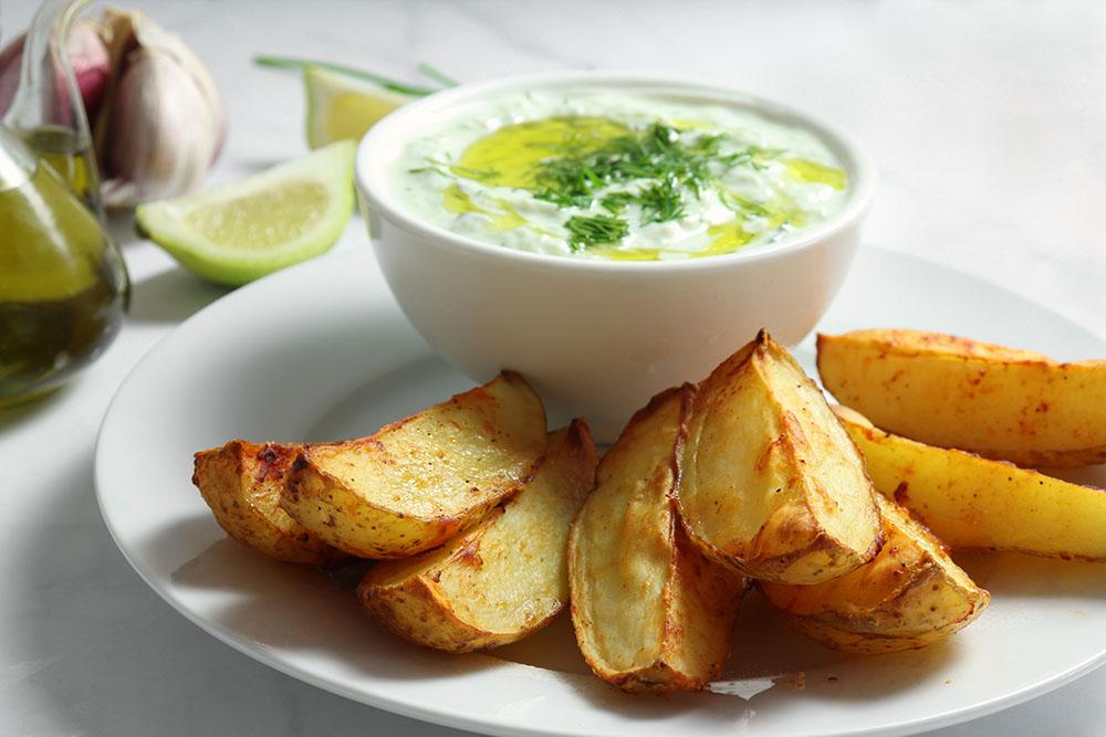 patate al cartoccio e salsa tzatziki