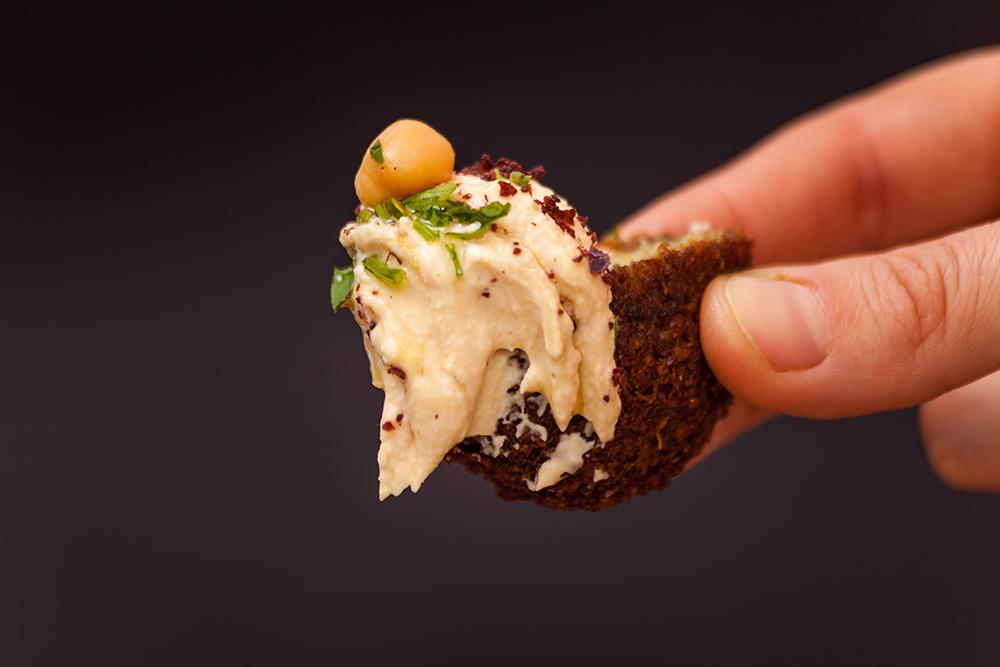 falafel con salsa hummus