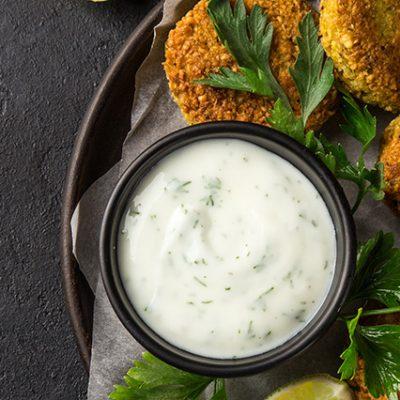 falafel con salsa yogurt