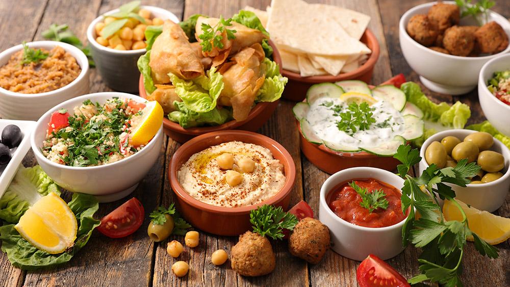 hummus e altre salse per falafel