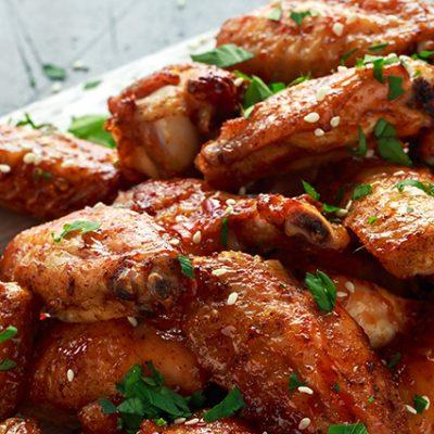 alette di pollo con salsa