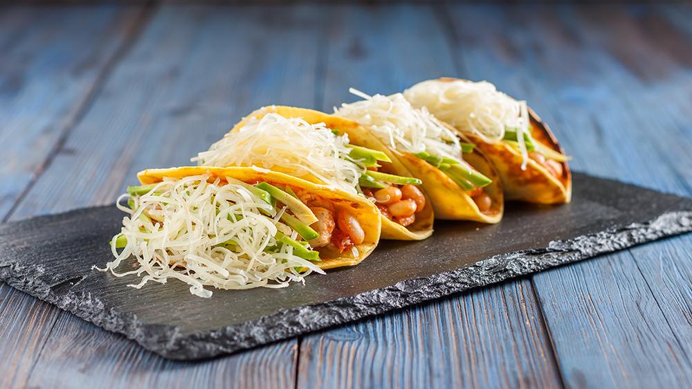 tacos con formaggio e salse