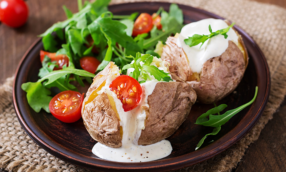 jacket potatoes con salsa - street food