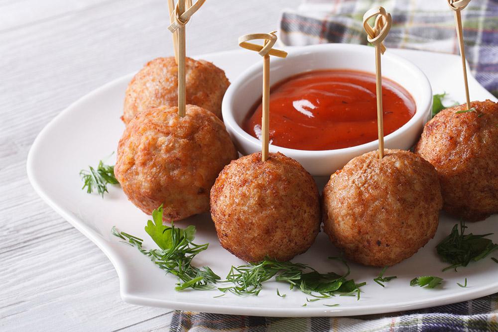 finger food polpette e salsa