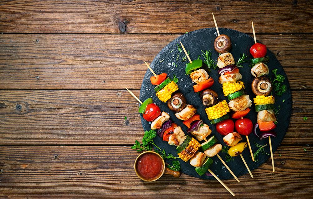 spiedini di verdure con salsa
